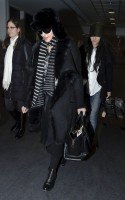 20110211-pictures-madonna-arrives-london-heathrow-airport-01