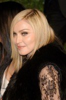 20110227-pictures-madonna-lourdes-oscar-after-party-graydon-carter-32