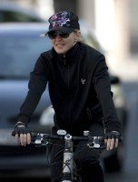 Madonna out and about in London - April 9th 2011 (6)
