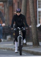 Madonna out and about in London - April 9th 2011 (14)