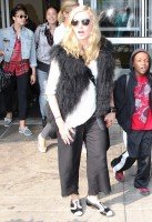 20110905-pictures-madonna-jfk-airport-new-york-05