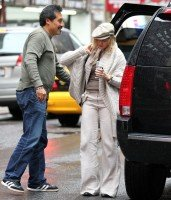 Madonna out and about in New York, 23 September 2011 (3)