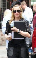 Madonna out and about in New York, 27 September 2011 (4)