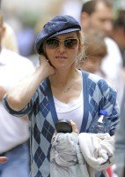 Madonna at the Kabbalah Centre in New York, 30 Septembre 2011 (1)