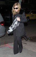 Madonna out and about, 18 November 2011 (2)