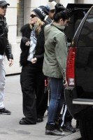 Madonna leaving the Kabbalah Centre in New York, 3 December 2011 (2)