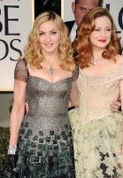 20120116-media-madonna-golden-globes-red-carpet-01