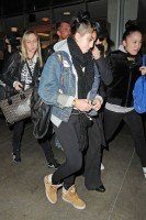 Madonna and Lourdes at JFK airport, 21 February 2012 - Update 3 (6)