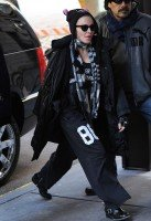 Madonna out and about New York, Kabbalah Centre (2)