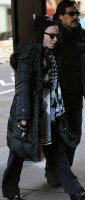 Madonna out and about New York, Kabbalah Centre (3)