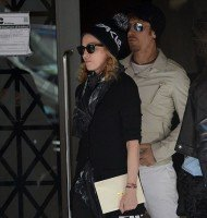 Madonna out and about, Kabbalah Centre, New York (4)