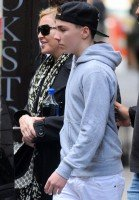 Madonna out and about, New York - 5 October 2013 (3)