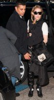 Madonna arriving at the Berlin airport - 18 October 2013 - Pictures (1)