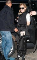 Madonna arriving at the Berlin airport - 18 October 2013 - Pictures (3)