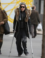 Madonna spotted on crutches in New York - 16 January 2014 (3)