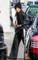 Madonna spotted in Los Angeles wearing No Excuses beanie - 25 January 2014 (8)