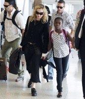 Madonna at JFK airport, New York - 28 June 2014 - Pictures (3)