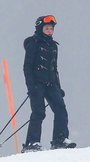 Madonna spotted skiing in Gstaad, Switzerland - 2 January 2015 (4)