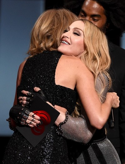 Madonna at the iHeartRadio Music Awards and Taylor Swift (19)