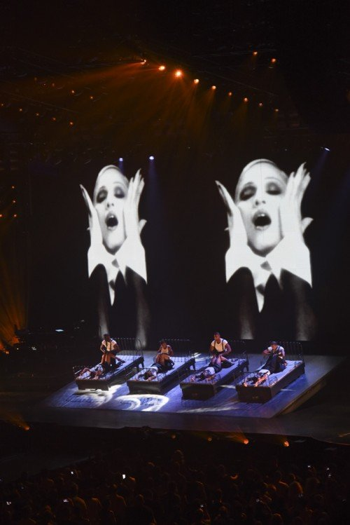 The Rebel Heart Tour Stage by Stufish (15)