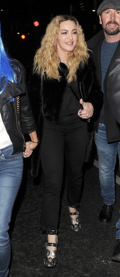Madonna out and about in London - 28 October 2016 - Pictures (7)