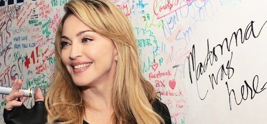 Madonna et Jimmy Fallon écrivent sur le fameux Facebook Wall à Palo Alto [11 photos]